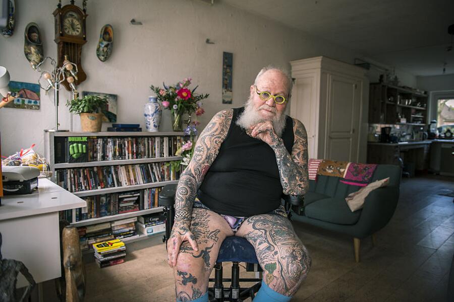 Foto Persone Anziane Tatuate Get Out