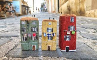 Le piccolissime case in legno riciclato di Nika's Tiny House