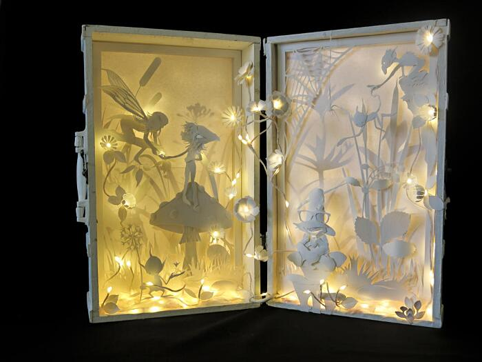 Arte con la carta, light boxes di Lele Dilli Paper Art