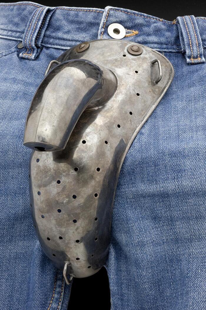Candore maschile: la cintura di castità per uomini usata nel secolo scorso per combattere la masturbazione