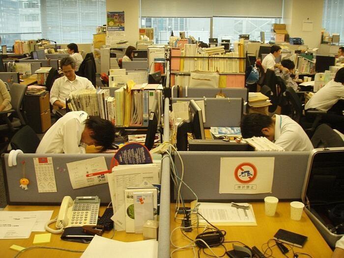 Inemuri, l'arte di dormire sul lavoro