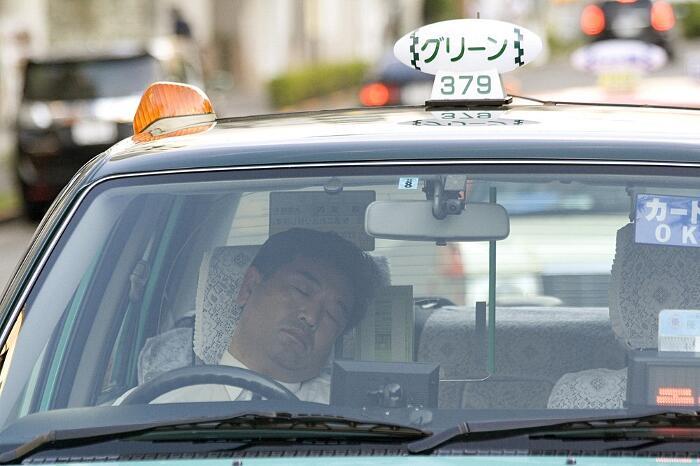 Inemuri, l'arte giapponese di dormire sul lavoro e nei luoghi pubblici