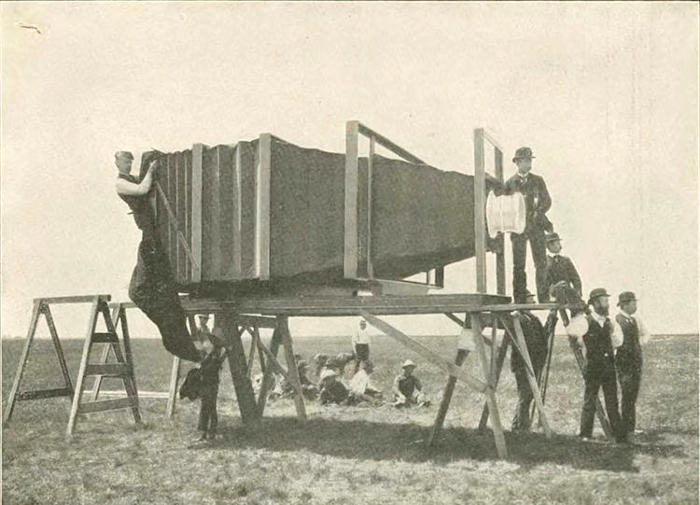 Nel 1900 fu costruita la fotocamera più grande del mondo, pesava 635 kg