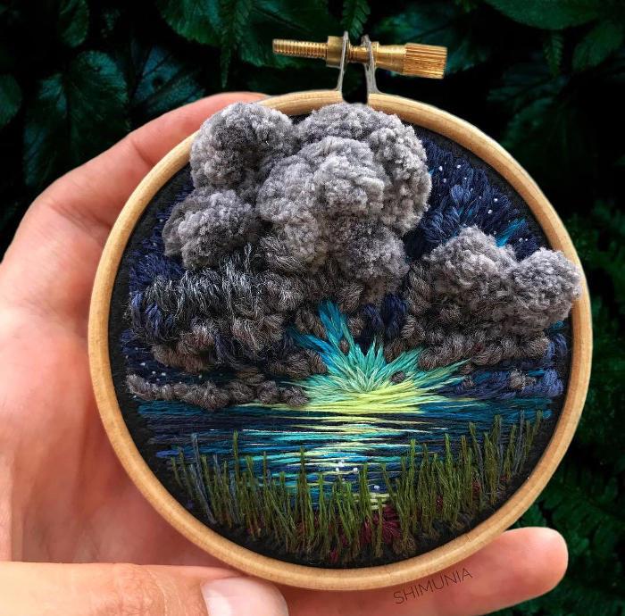 Vivaci paesaggi ricamati in 3D celebrano la bellezza dei cieli nuvolosi