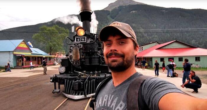 L'ultimo selfie: 259 persone nel mondo sono morte scattando un selfie estremo, e il numero è in aumento