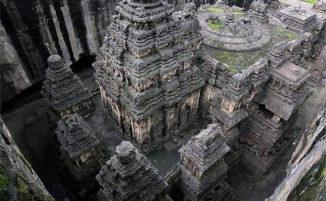 Un tempio scolpito nella roccia nel 783d.C. è stato definito l'ottava meraviglia del mondo