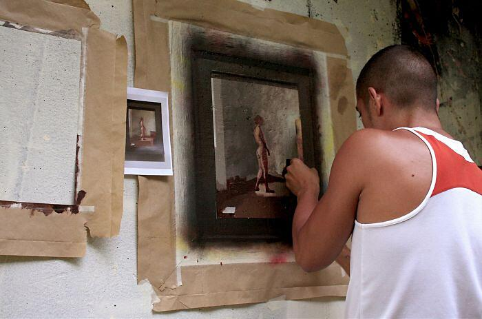 Artista Dipinge Copie Dipinti Famosi In Luoghi Abbandonati Julio Anaya Cabanding