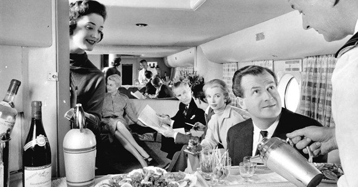 23 foto d'epoca mostrano quanto fosse diverso viaggiare in aereo tra gli anni '40 e '70
