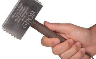 Questo batticarne a forma di martello di Thor ti farà sentire un supereroe in cucina