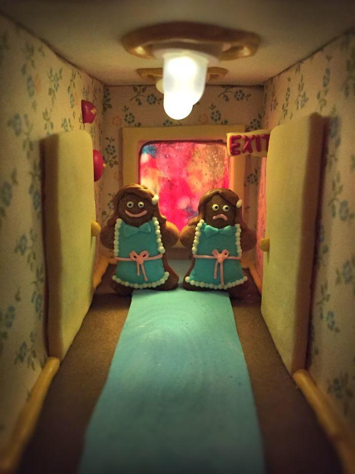 Famiglia crea case di pan di zenzero e l'Overlook Hotel di Shining è insuperabile