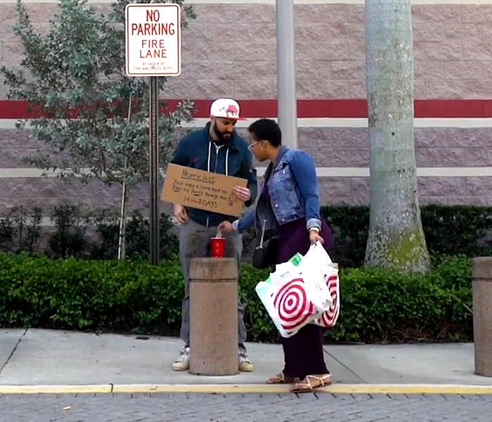 Si traveste da senzatetto e regala soldi a chi lo aiuta, Brian Breach