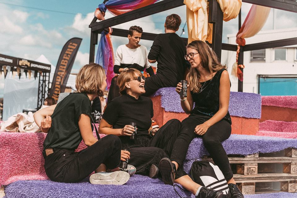 Festival musicale in Svezia per sole donne e transgender vieta ingresso a uomini