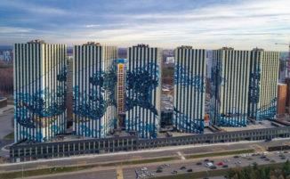 """La grande onda di Kanagawa"" diventa un murale di 60.000 metri quadrati a Mosca"