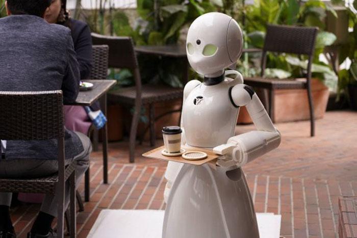 Persone affette da paralisi lavorano come camerieri in Giappone grazie a dei robot