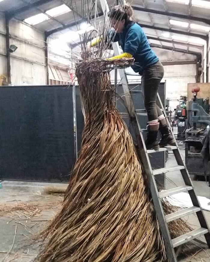 Sculture Figurative Ramoscelli Intrecciati Anna And The Willow