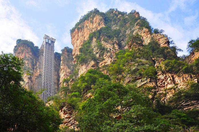 L'ascensore più alto del mondo: 326 metri di altezza lungo una scogliera