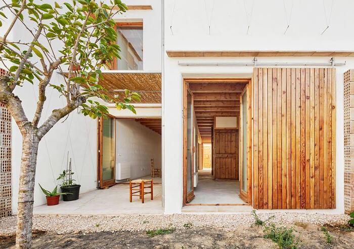 In Spagna costruiscono case moderne usando piante marine come materiale da costruzione