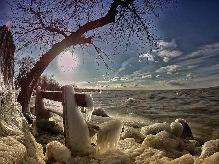 Gelo e vento hanno trasformato il lago Balaton in un paese delle meraviglie invernale