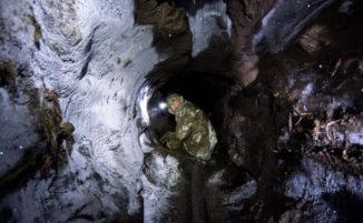 Fotografo documenta i pericoli della caccia illegale ai resti di mammut in Siberia