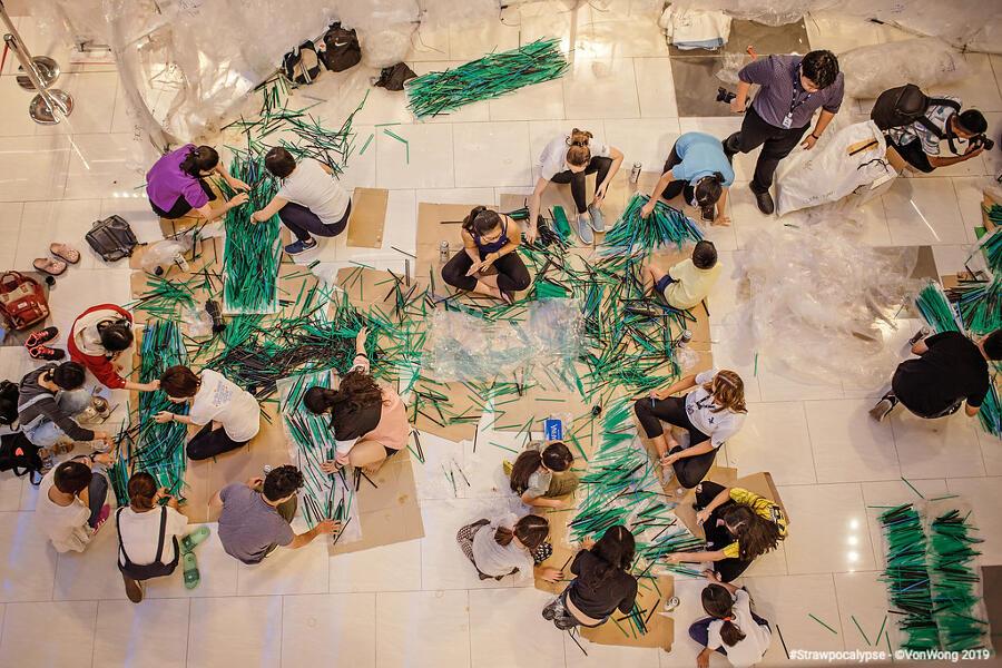 Installazione arte con cannucce riciclate, Benjamin Von Wong