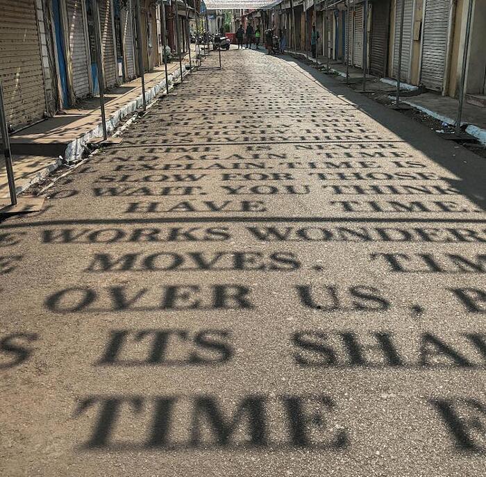 Installazione Arte Ombre Theory of Time Daku India