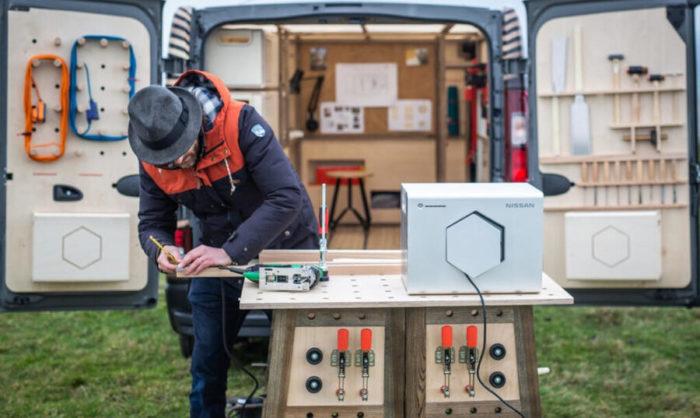 Nissan trasforma un furgone in una falegnameria mobile ad energia solare