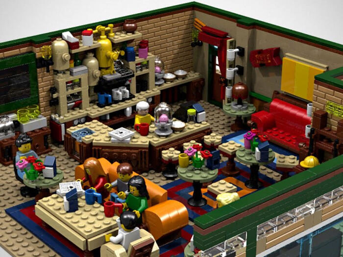 Designer usa 1.750 LEGO per ricreare il coffee shop di Friends, il Central Perk