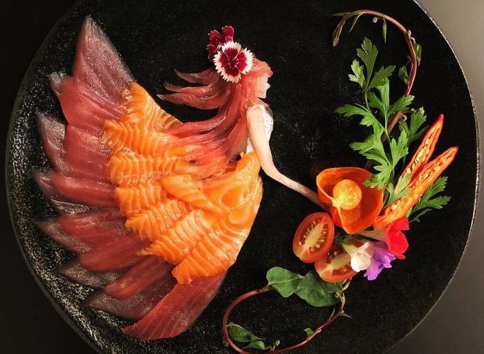 Pesce crudo ed altri ingredienti danno vita ad incredibili lavori di food art