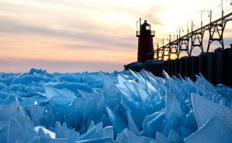 Il lago Michigan ghiacciato si frantuma in milioni di pezzi, un altro spettacolo della natura