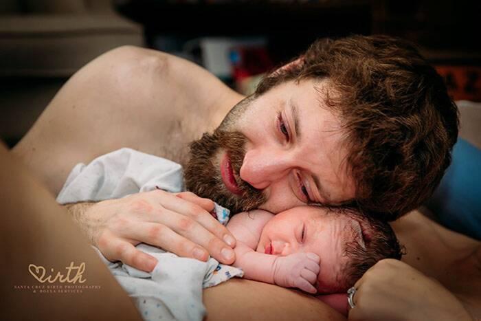 Foto di padri in sala parto