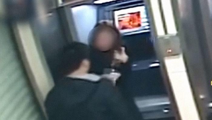 Rapina una donna al Bancomat ma le restituisce i soldi dopo aver visto che il saldo è zero