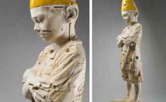 Bambini che perdono l'innocenza e scoprono il dolore nelle sculture dell'artista italiano Gehard Demetz