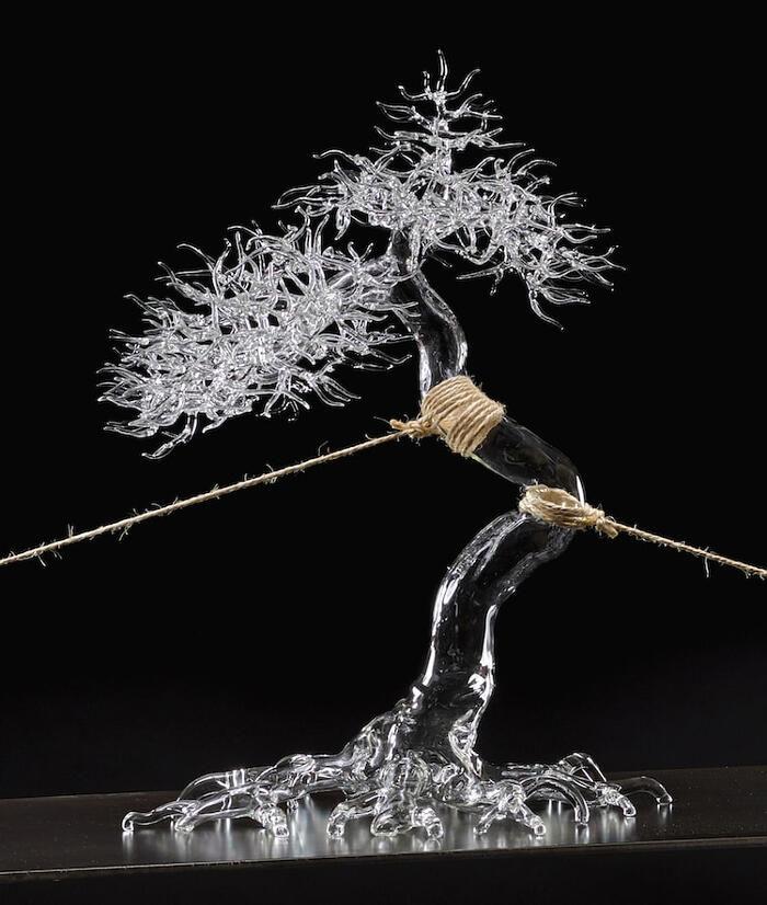 Eteree forme della natura nelle sculture in vetro soffiato di un artista italiano