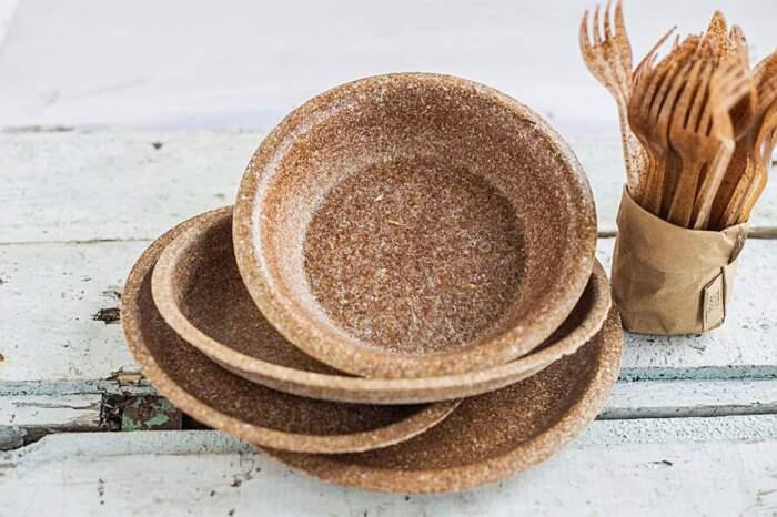 Piatti e posate biodegradabili fatti con crusca di grano, Biotrem