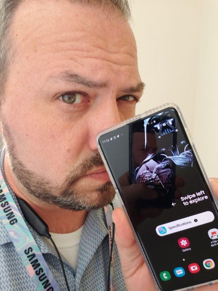 Sfondi Creativi Per Nascondere Fotocamera Samsung Galaxy S10