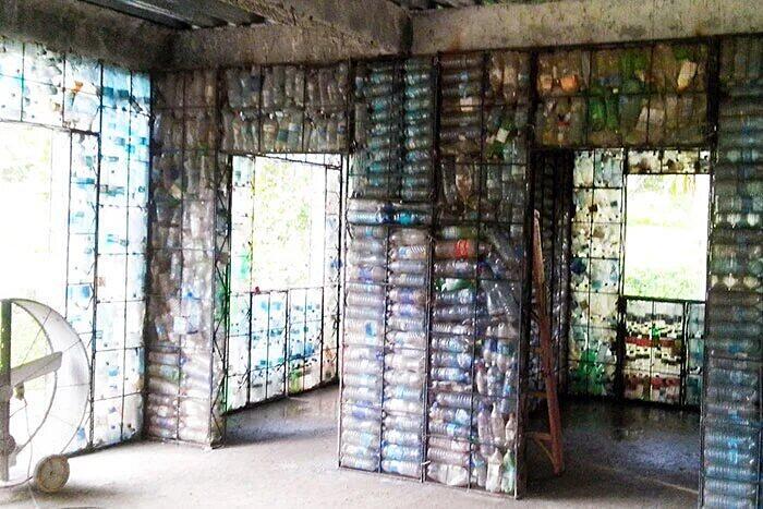 Case costruite Con Bottiglie Plastica Usate