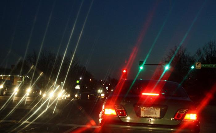 Confronto tra visione notturna con astigmatismo e con vista normale