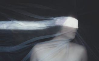 Fotografo crea immagini surreali per descrivere la sua depressione