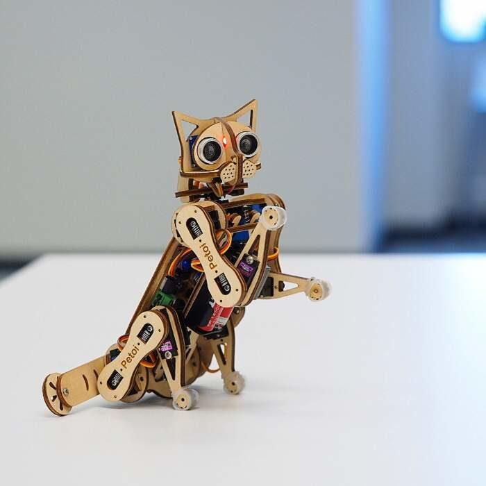 Costruisci il tuo gatto robot con il kit open source di Petoi
