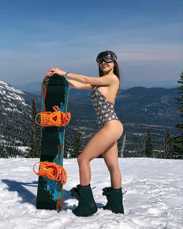Grelka Fest 2019: in bikini e costumi da bagno sulla neve della Siberia