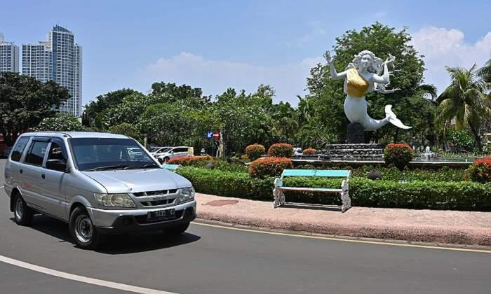 Il parco Ancol Dreamland di Jakarta censura i seni nudi delle sue statue di sirene