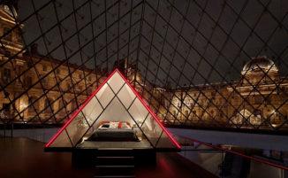 Airbnb offre la possibilità di passare una notte gratis nella piramide di vetro del Louvre con visita al museo