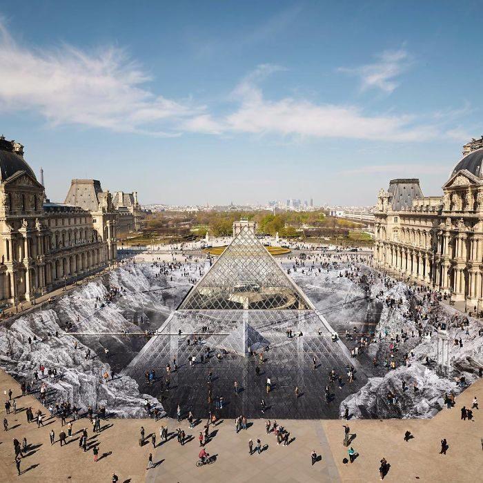 Artista trasforma il Louvre in un'illusione ottica di carta