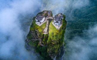 I templi alle porte del cielo: il sito buddista sul monte Fanjing