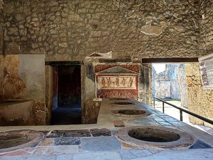 Thermopolium, un fast food antico 2000 anni scoperto a Pompei