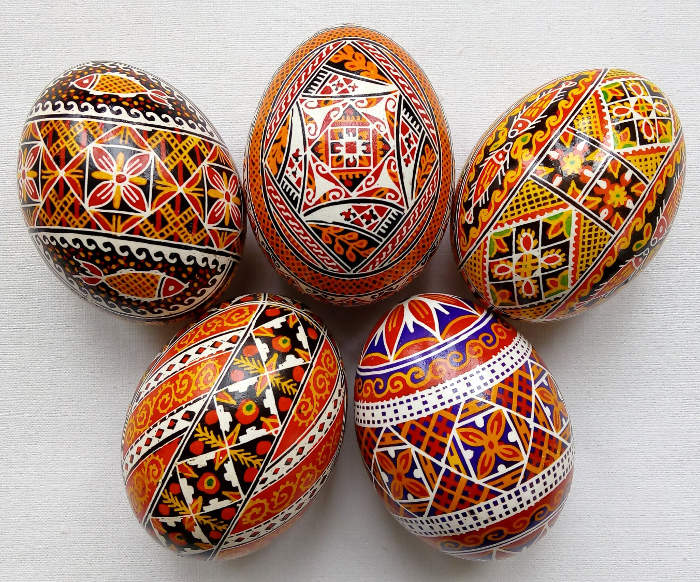 Uova Di Ceramica Dipinte A Mano.Pisanka Le Tradizionali Uova Di Pasqua Dipinte A Mano Dell Est