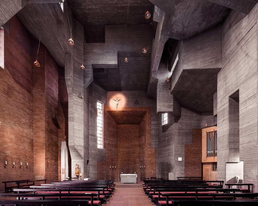 Interni di chiese moderne in Europa e Giappone fotografati da Thibaud Poirier