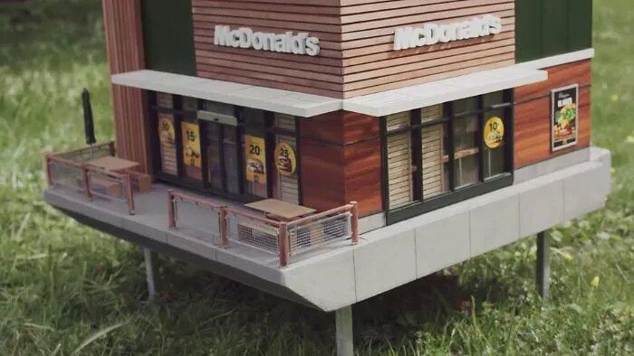 Fast food miniatura McDonald's arnia api Svezia