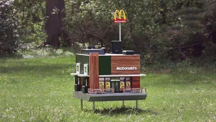 McDonald's apre un micro fast food per le api
