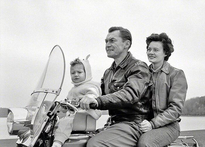 23 foto d'epoca dimostrano che i genitori di una volta avevano un'idea molto diversa di sicurezza